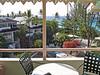 Ons balkon in hotel Bougainvillea Resort aan de zuidwest kust.