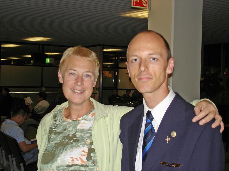 Vrijdag 13 October 2006. Op naar Ecuador. Emile was ook op Schiphol en kwam ons even afduwen.