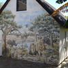 De beschildering op de zijkant van onze chalet.