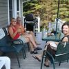 Kennismaken met een glaasje Chardonnay op het deck. Het tegen de 30 graden!