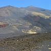 De krater van 2011 in het midden.