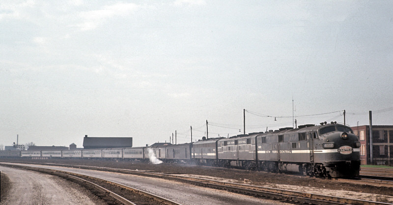 A near perfect ABA set of E-Units lead the 20th Century Limited into Englewood Union Station on April 21, 1965.  Lead Unit is E7A #4022, followed by an E7B and E8A.