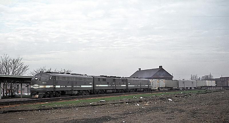 ABA set of E-Units at Englewood Union Station.