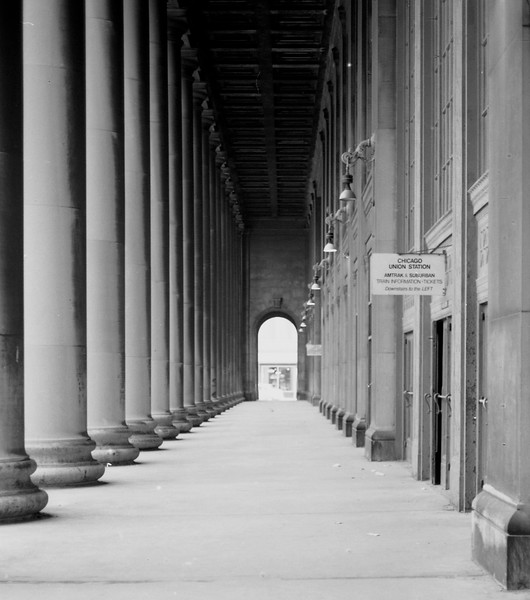 Corinthian Columns are visible on both outside and inside of Chicago Union Station.<br /> (Photo by William A. Shaffer)