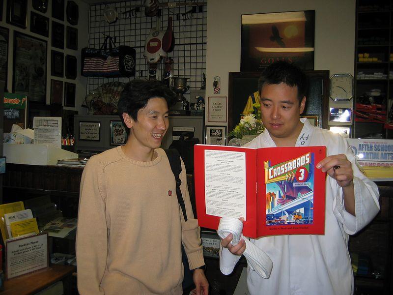 2003-05-05 01-gun-tae-teaches-leo-01