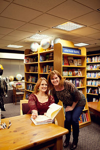 A gal I met in line at the book signing. Hope you enjoy your pic Maureen...leave me a comment saying you got it and read the download instructions. great meeting you!! Linda