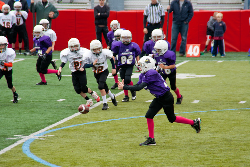 10-20-2012 Ethan on offense, behind #82