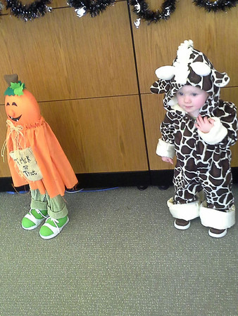 Sirah the giraffe is all ready for Halloween! <br /> <br /> Photographer's Name: BreAnn Loveland<br /> Photographer's City and State: Anderson, Ind.