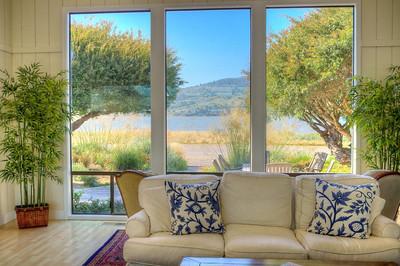 Livingroom facing lagoon