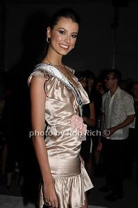 Stefania Fernandez  photo  by Rob Rich © 2009 robwayne1@aol.com 516-676-3939