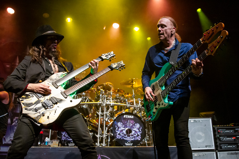 """Ron """"Bumblefoot"""" Thal and Billy Sheehan, Sons of Apollo"""