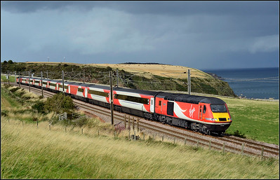2018 09 16.43302 on the 09.40 Inverness-King Cross LNER service at Burnmouth.