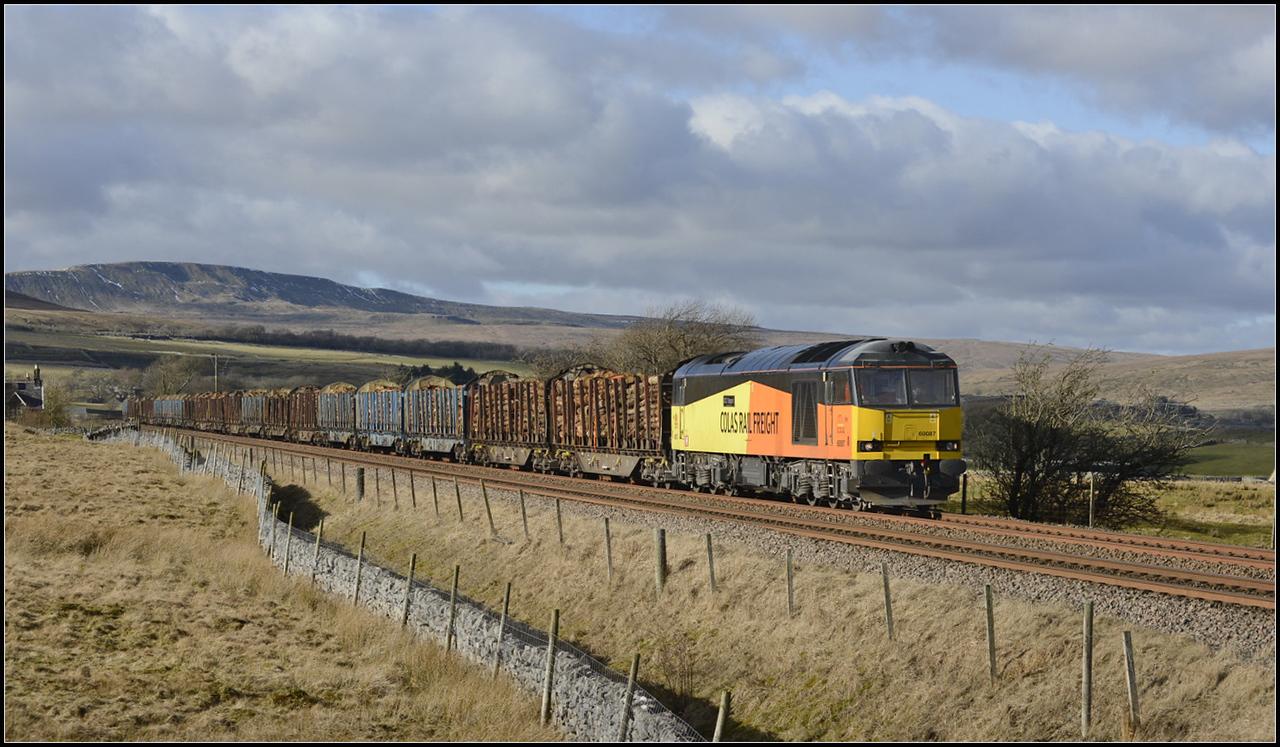 2018 02 20 60087 on 6J37 Carlisle-Chirk Kronospan loaded timber at Selside.
