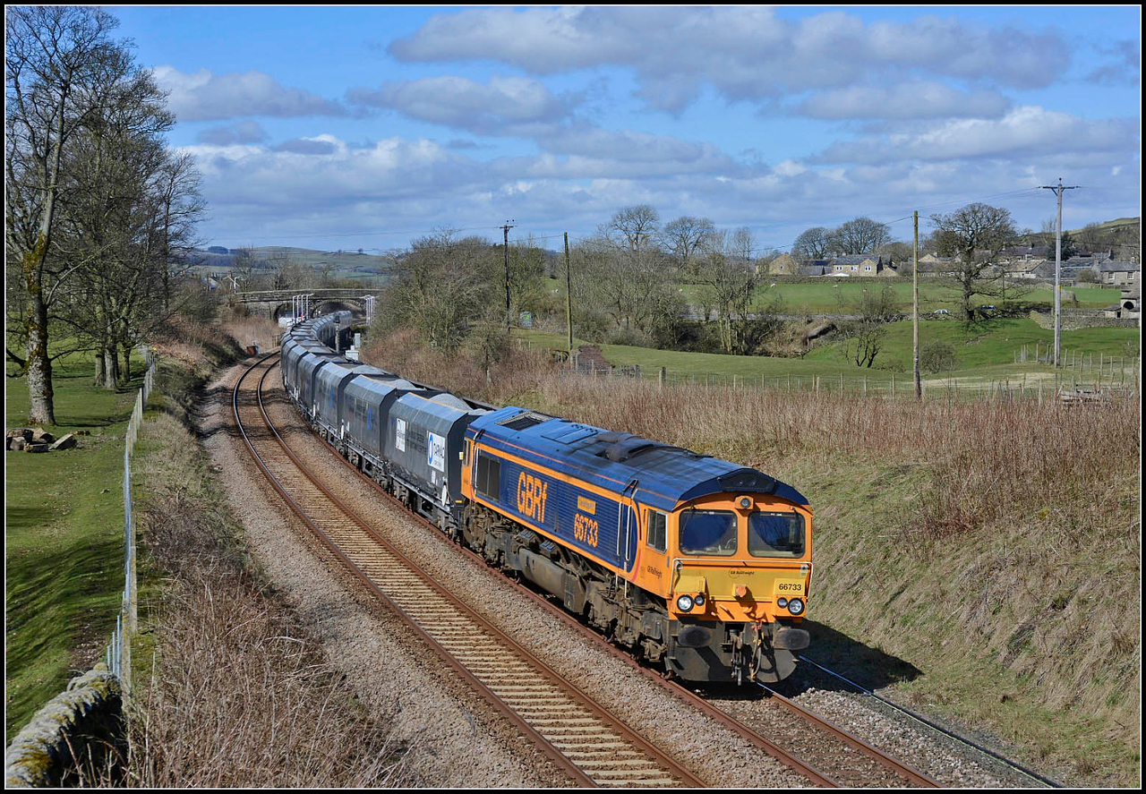2018 04 05.66733 trundles through Long Preston on the 11.25 Arcow Quarry -Bredbury stone train .