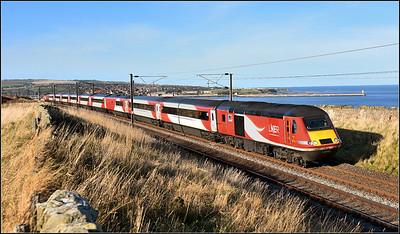 2018 11 02.43290 on the late running 11.30 Edinburgh-Kings Cross LNER service at Spittal.