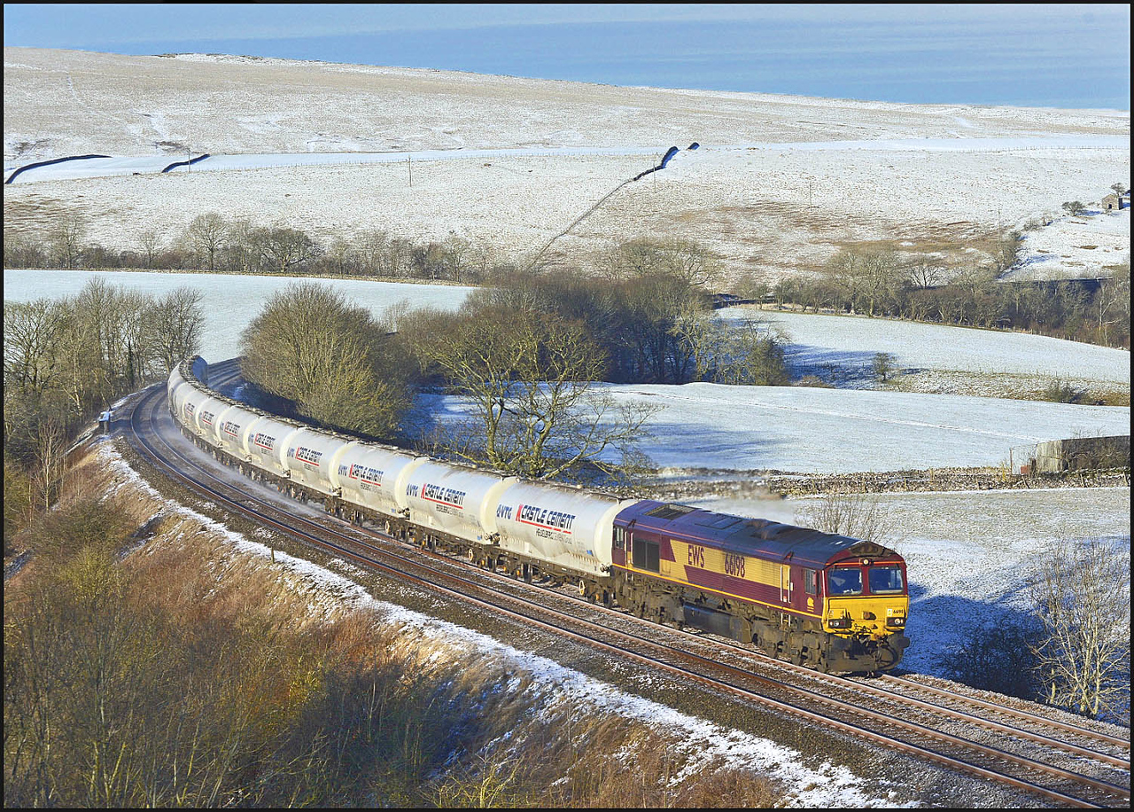 2018 02 07.66198 on the 6M00 and Mossend-Clitheroe empty tanks, on a very cold morning through Smardale.