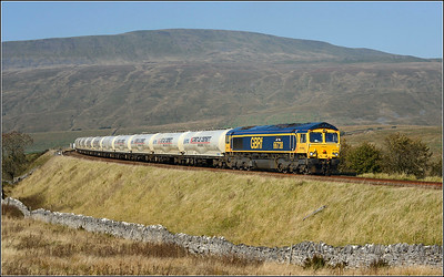 2018 10 10.66738 on the 08.50 Carlisle-Clitheroe Castle Cement service approaches Ribblehead station with the very late running cement working [84 mins.].The previous nights Mount sorrel train had problems at Gulgaith,and blocked the northbound track.All this resulted in no south bound freights after this train today.