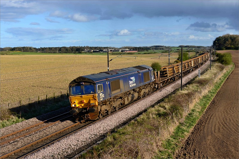 2018 04 26.66421 on an unusual infrastructure working  by DRS  on the ECML.The 13.25 Doncaster-Millerhill rails train seen at Whinny Hill.