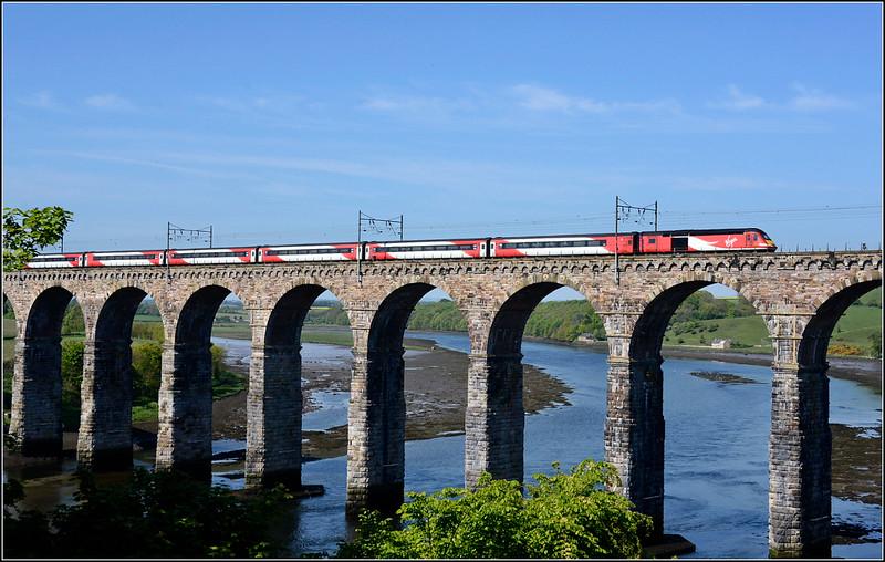 2018 05 19.The 07.00 Kings Cross-Edinburgh VTEC.service slows for it's Berwick stop from Castle Vale Park.