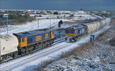 2010 12 22..66704+66726 are seen passing each other at Freemans Crossing.66726 shows signs of an overnight stop at North Blyth with no protection from a cold blast from the North Sea.