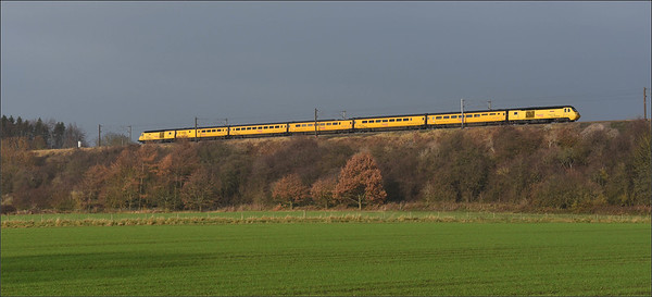 2018 11 17.43013+43063 on the 05.23 Derby-Heaton service approaching Durham.
