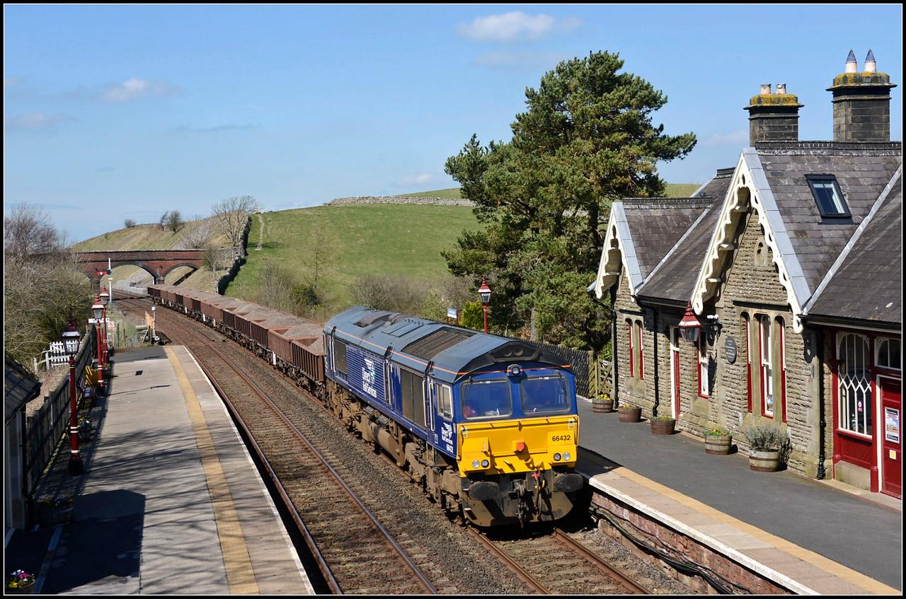 2018 04 19.66432 on the 6K05 Carlisle-Crewe B/Hall working at Kirby Stephen station.