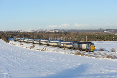 2010 12 08.43208 on the 11.00 Edinburgh-Kings Cross ECML service through a wintery Plawsworth.