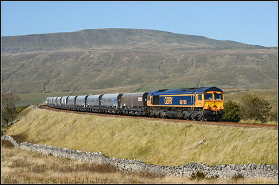 201810 10 .66765  on the 11.25 Acrow Quarry-Pendleton loaded hoppers  approaching Ribblehead station.