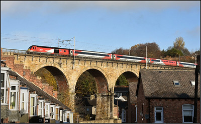 2018 11 12.Hst on the 08.30 Edinburgh-Kings Cross LNEWR service above the roof tops of Durham.