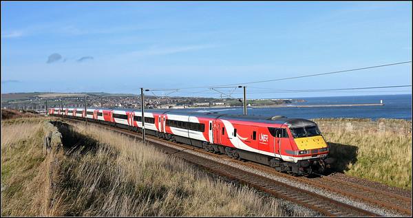 2018 11 04.82206 on the 12.00 Edinburgh-Kings Cross LNER service at Spittal.