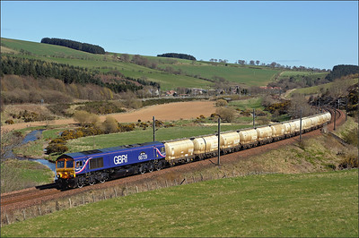 2010 04 21.Immaculate 66729 heads north on the North Blyth-Fort William loaded Alcan tanks at Houndwood.