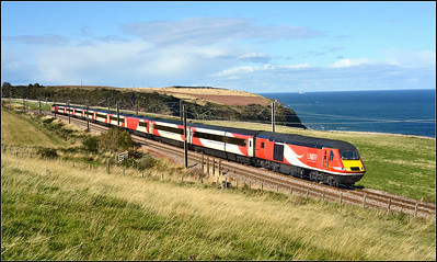 2018 09 23.43296 on the 11.47 Aberdeen-Kings Cross LNER service at Burnmouth.