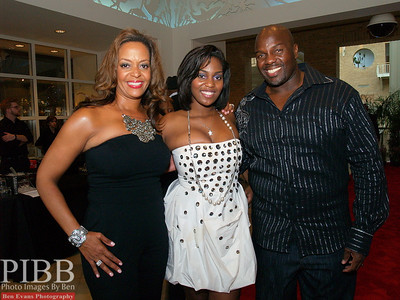 (L) to (R) Angela, Joi and Jamie Dukes, former Atlanta Falcons offensive lineman now Sportscaster.