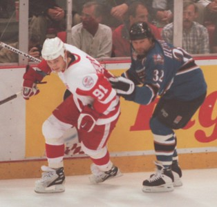 Dale Hunter of the Washington Capitals (32) ties up Sergei  Fedorov (91) of the Detroit Red Wings during game 1 of the Stanley Cup finals.