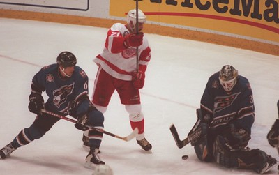 Martin Lapointe (20) of the Detroit Red Wings tries redirect the puck into the net as Washington Capitals goaltender Olaf Kolzig of the stop his shot late in the first period ofthe Stanley Cup game 1.