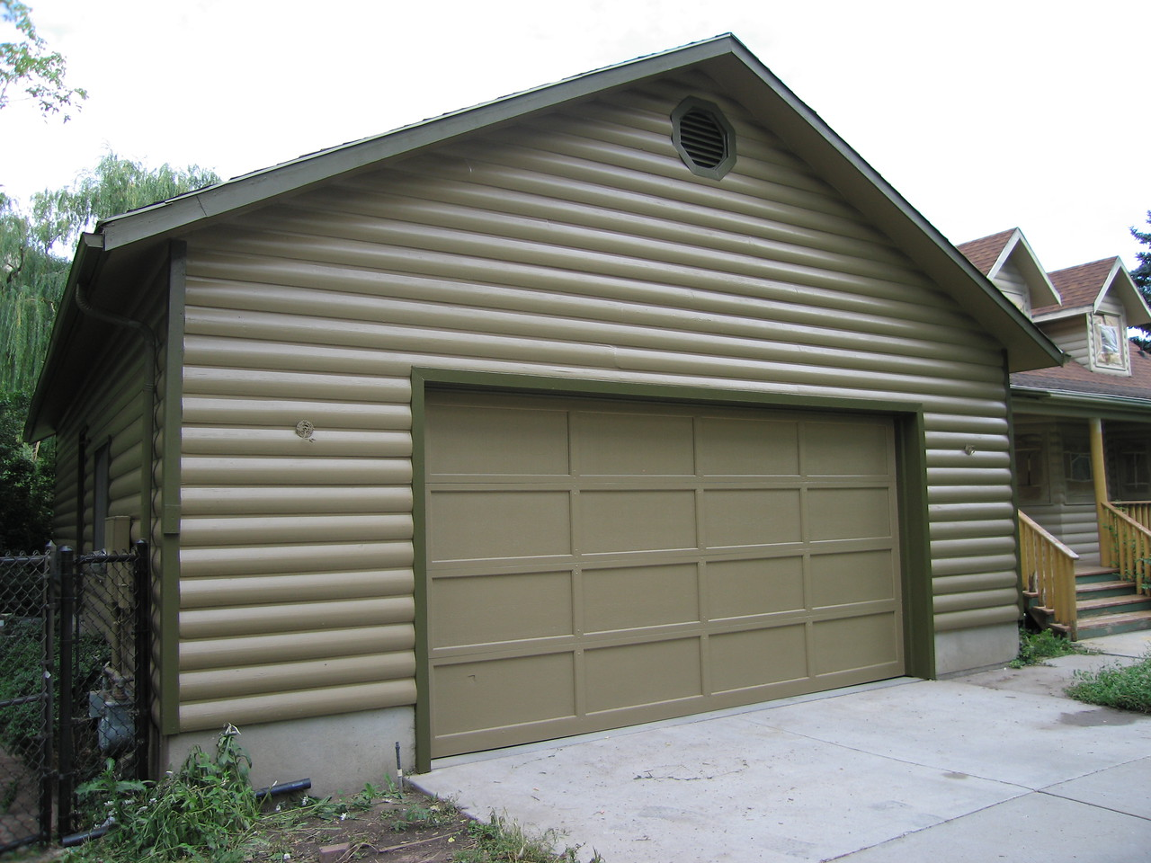 The front of the garage is also finished.