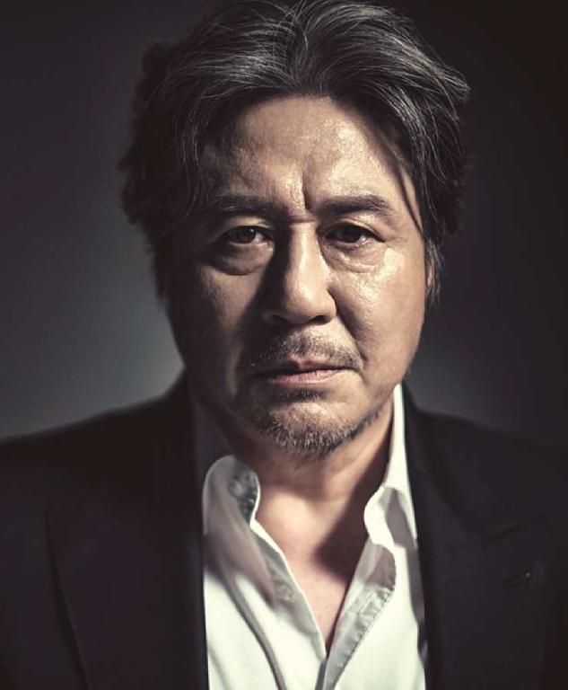 Choi Min-sik<br /> Grazie al successo a Cannes di Old Boy è diventato l'attore sud-coreano più noto all'estero. Con lo stesso regista ha un ruolo importante anche nel terzo film della trilogia di  Park Chan-wook, Lady Vendetta. <br /> Tanti titoli in carriera e moltissimi riconoscimenti:  Ebbro di donne e di pittura,  Crying Fist, New World,  I Saw the Devil,  L'Impero e la gloria,
