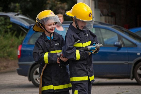 Eoin & Jack Metcalfe undertake a lesson in teamworjk visiting the Northern Ireland FIre & Rescue Service Training Centre