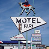 motelsafarisign
