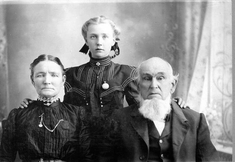 Fannie W. Morriss, Ethel Wright Morriss, & Rodiville C. Morriss<br /> (Collection of Millie C. Shaffer)