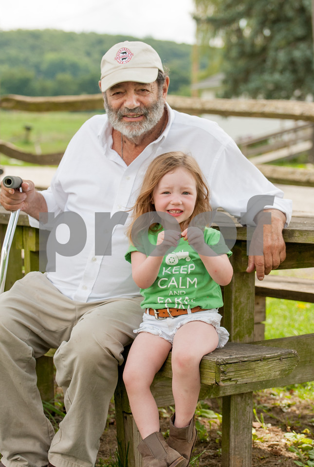 1208_Ronnybrook Farm Family_395
