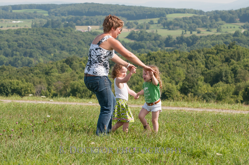 1208_Ronnybrook Farm Family_213