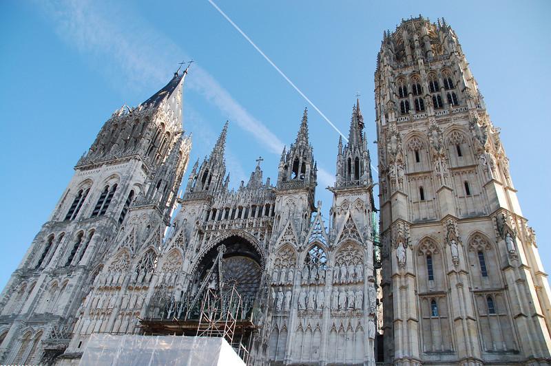Prachtige kathedraal in Rouen. Op de eerste dag deden we deze plaats aan, onderweg naar onze jeugdherberg in Granville.