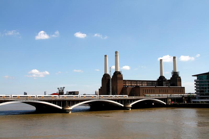 "Iconic Battersea power station undergoing refurbishment (see <a href=""http://tiny.cc/3vb96"">http://tiny.cc/3vb96</a>)."