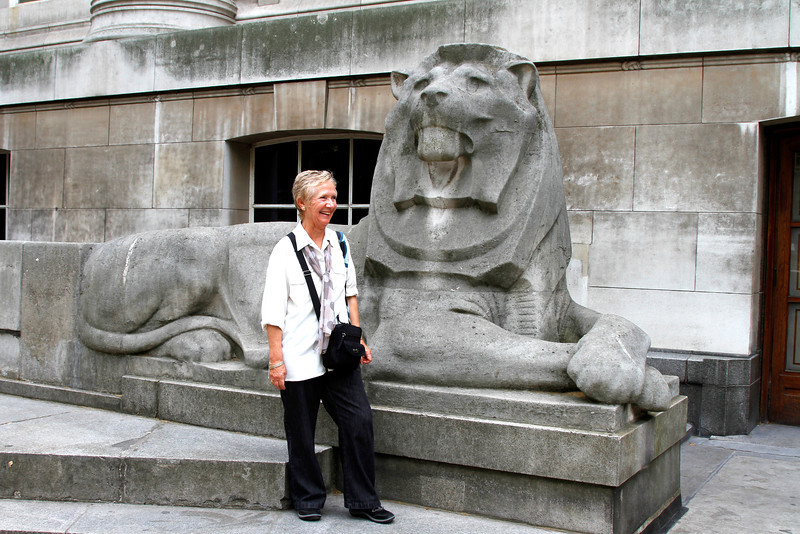 Di jokes with a member of the British Museum staff