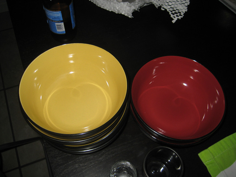 set of bowls, i think there are like 4 yello and two red?