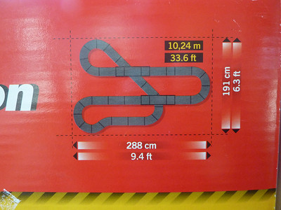 Suggested layout shown for Pole Position set, although you can build other configurations.