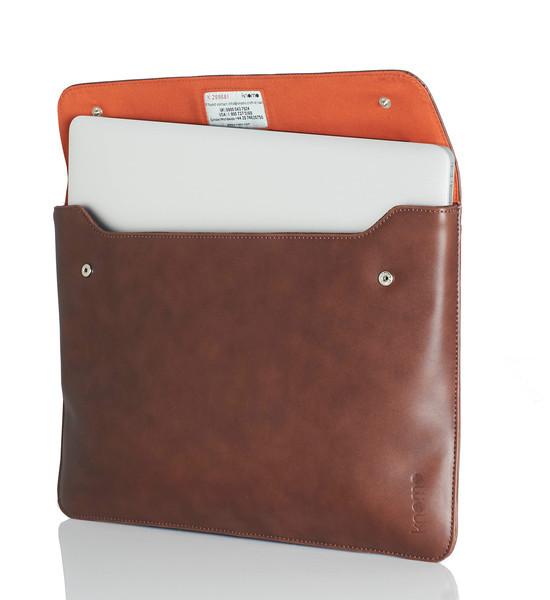MacBook13_SS12_Envelope_Brown_w_laptop_standing_HighRes
