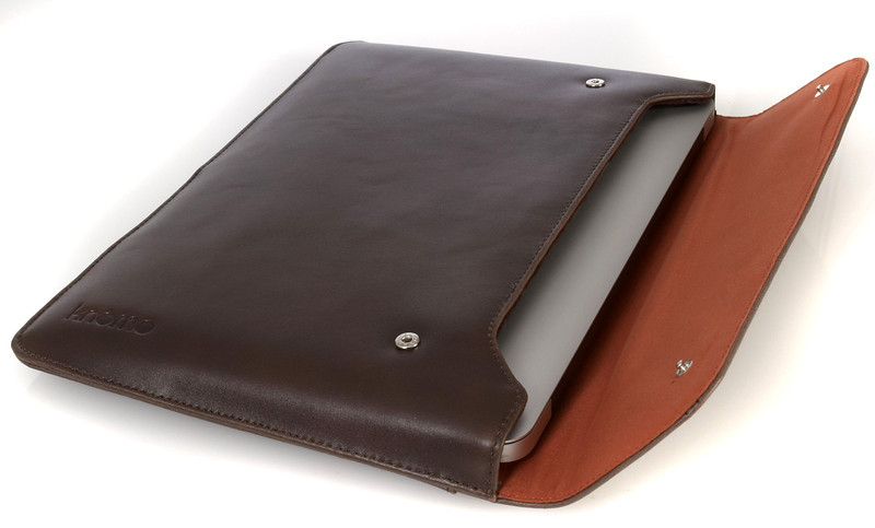 MacBook11_SS12_Envelope_Brown_w_Laptop_HighRes