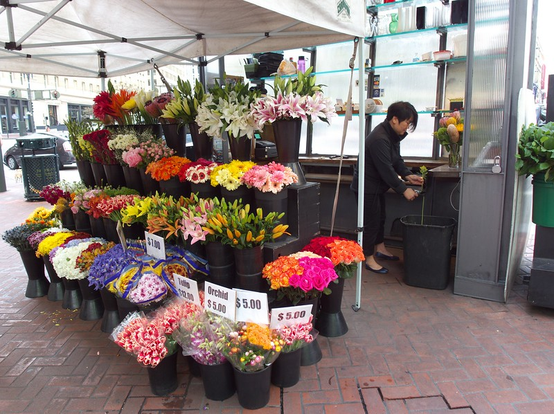 2nd stop in SF: pick up flowers for my sweetie.